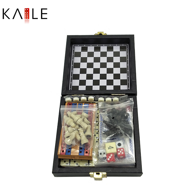 Small 6  in  1  game set  whith  leather  box
